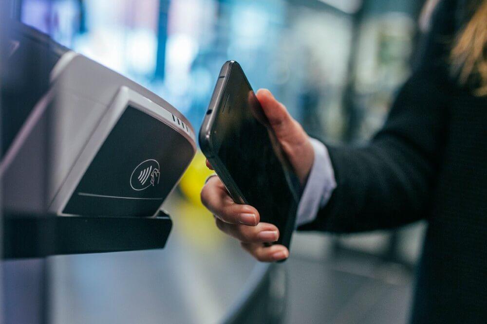 La maggior parte dei moderni smartphone supportano la tecnologia NFC