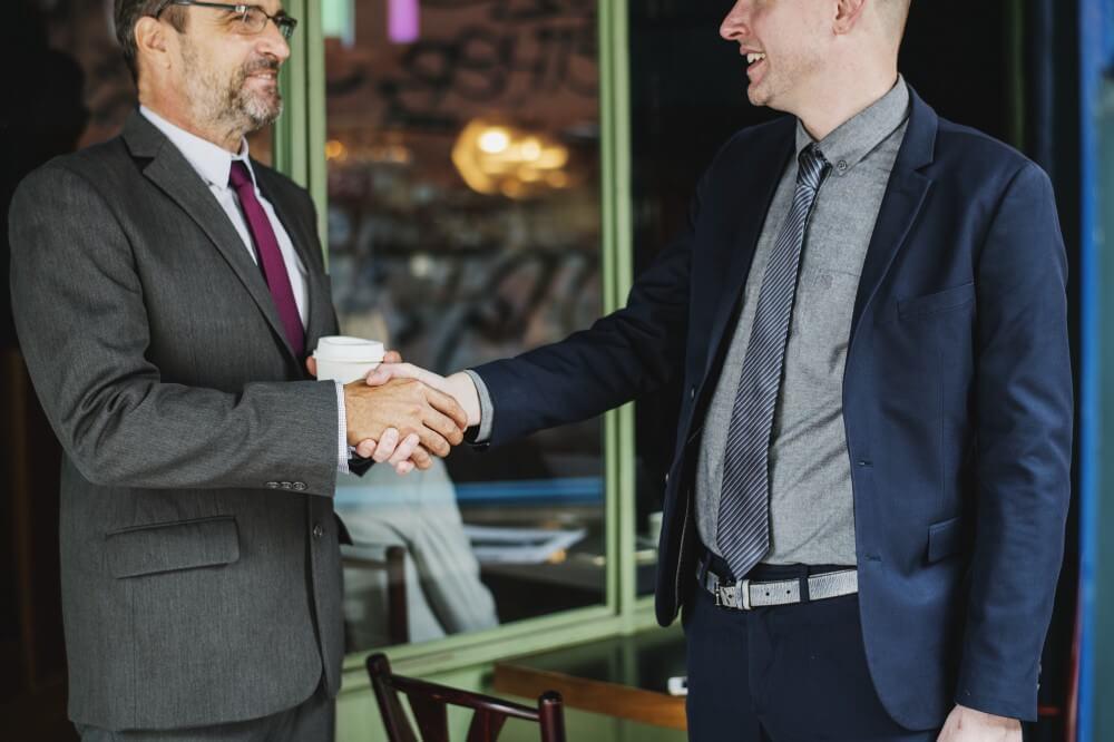 Le funzionalità di networking permettono di semplificare il contatto con le persone in sala